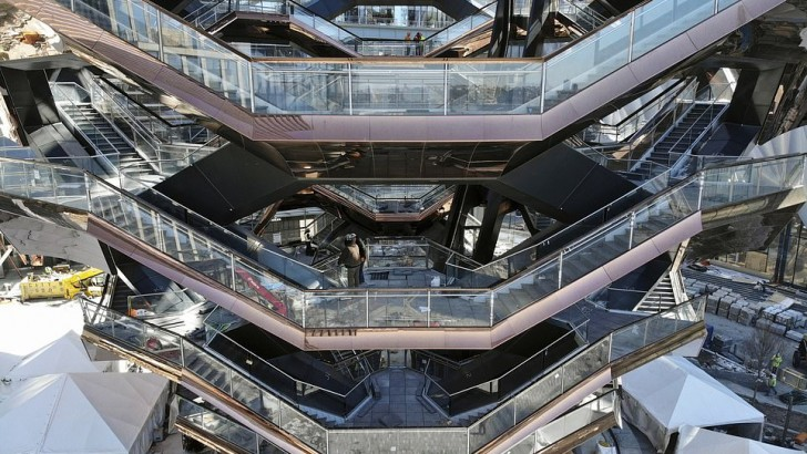 $25bn New York shopping complex features 150ft 'vessel' sculpture