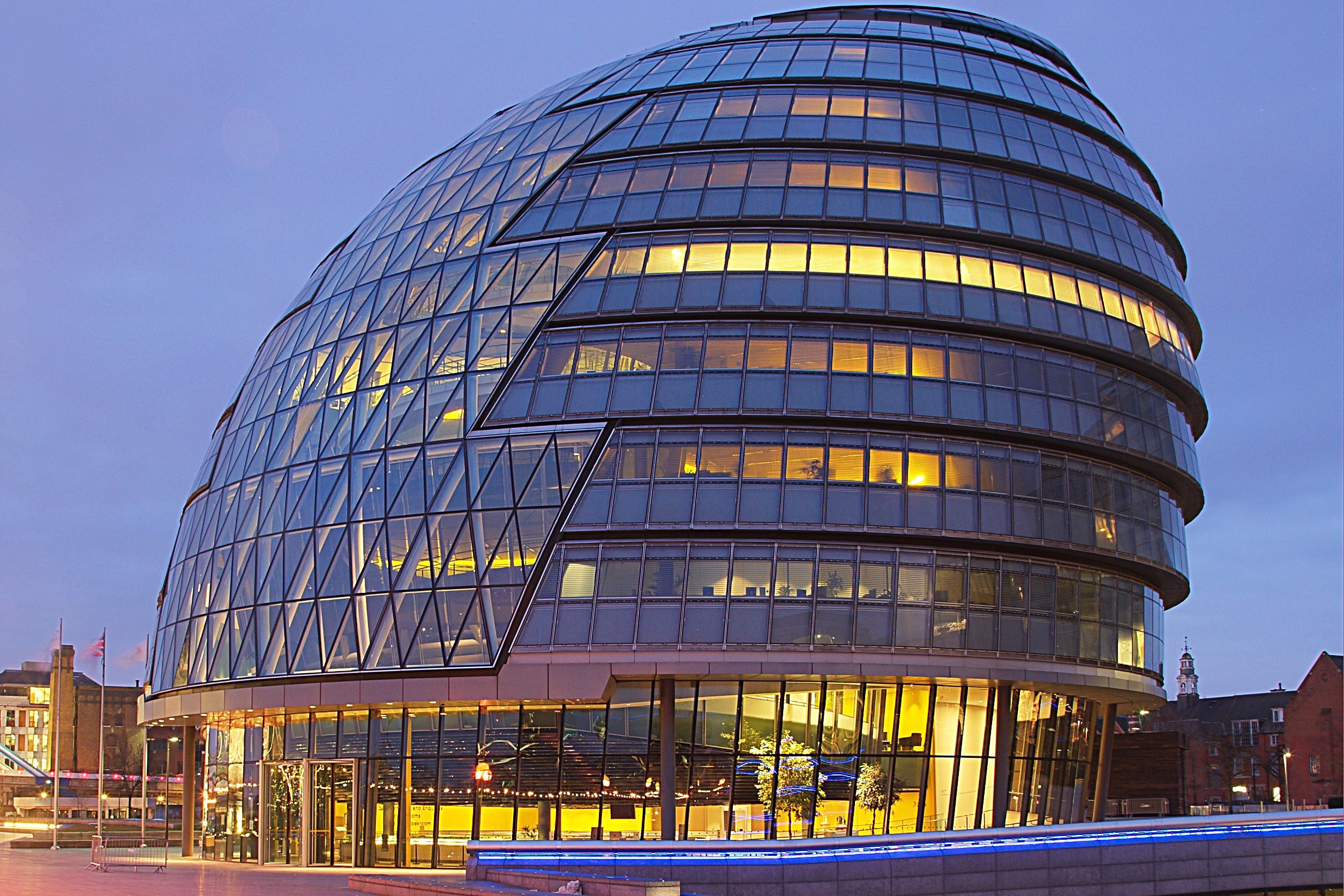 City Hall London at dawn. Photo Wikipedia