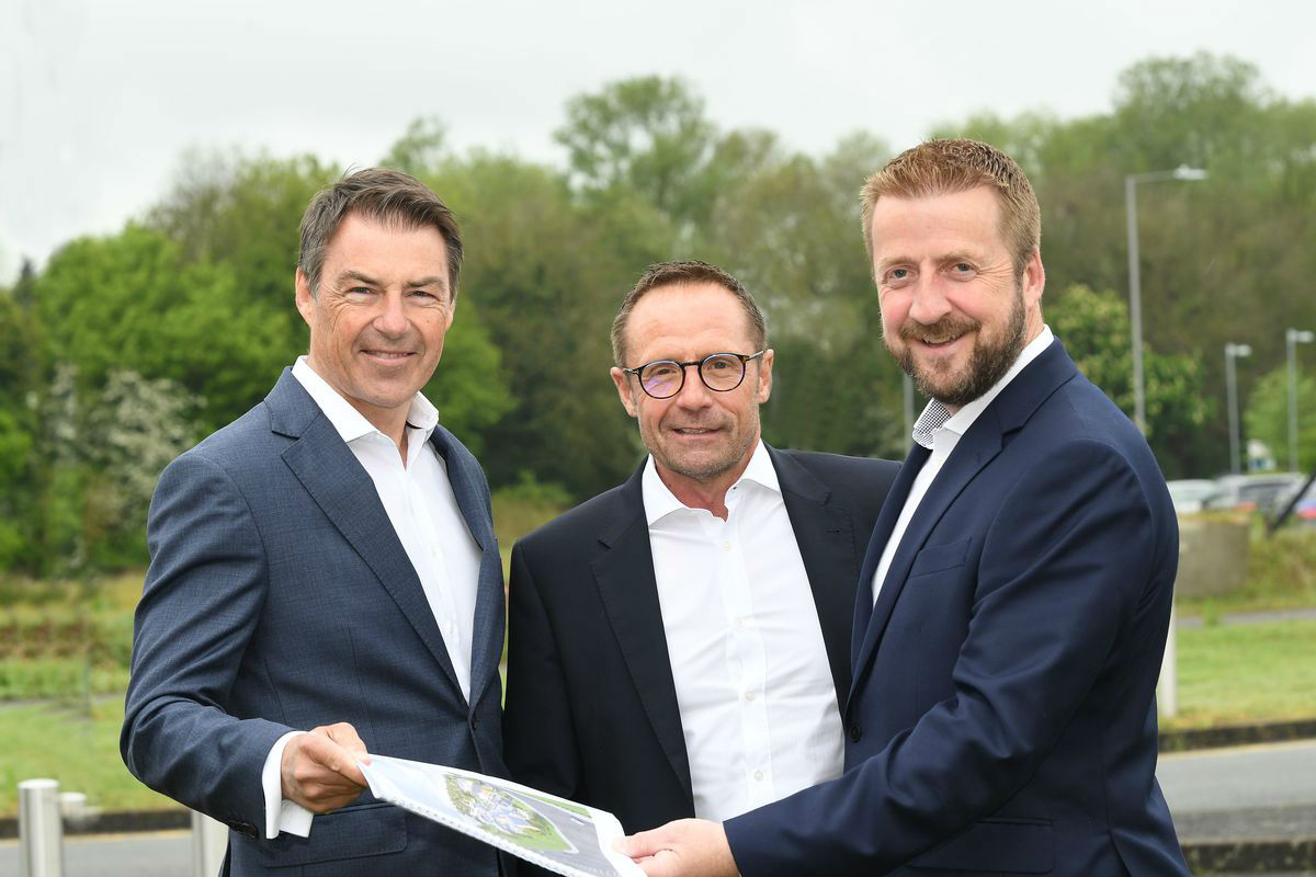 From left, Scott Davidson, Richard Croft Director at HDD and Mark Edwards HDD and AC Lloy