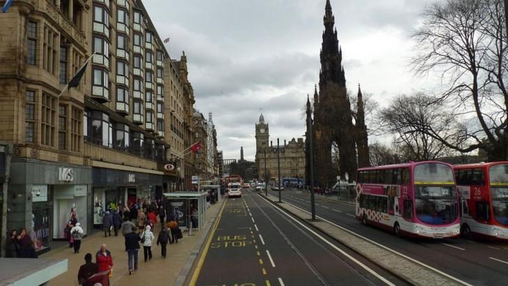 Edinburgh: planning shake-up could allow restaurants on Princes Street