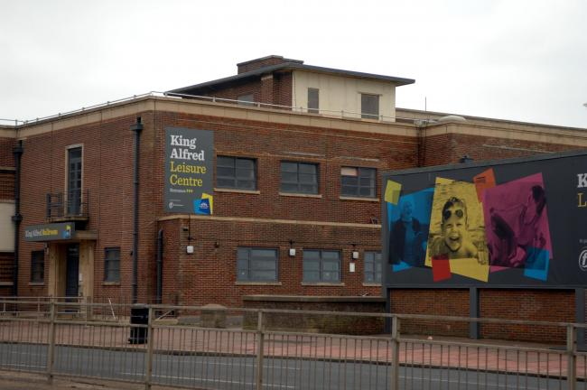 King Alfred Leisure Centre. Picture -- Wikiwand