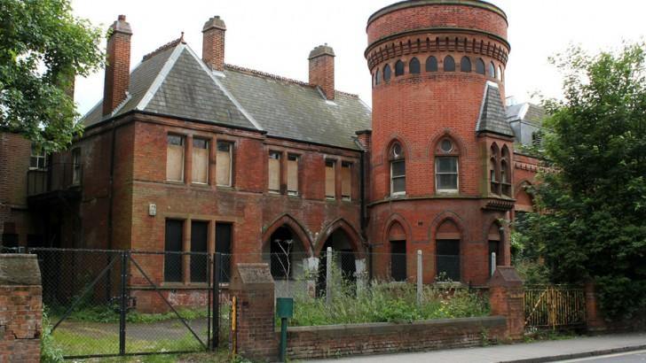 Petition to hasten cinema development of derelict Lewisham landmark