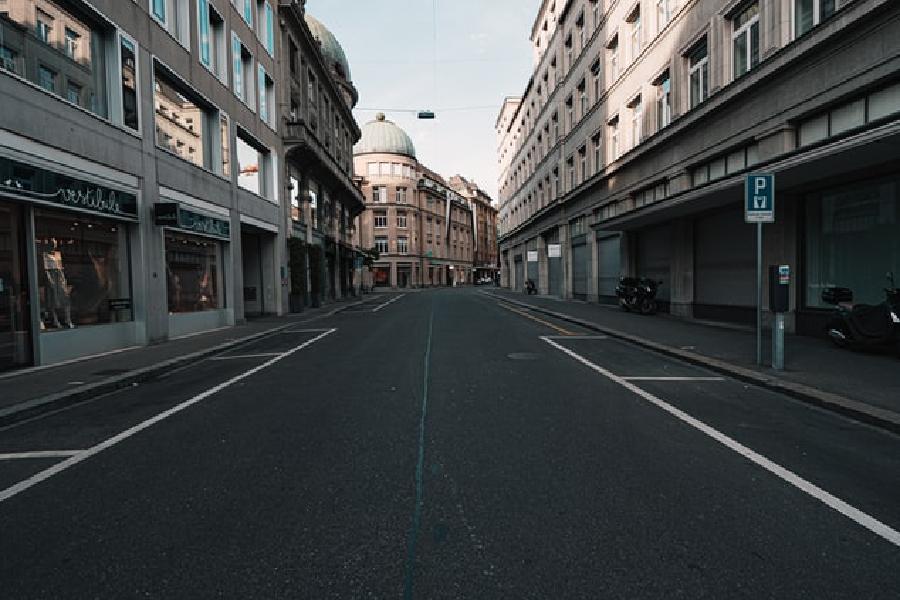 Empty city street_ photo by 🇨🇭 Claudio Schwarz _ @purzlbaum on Unsplash.jpg