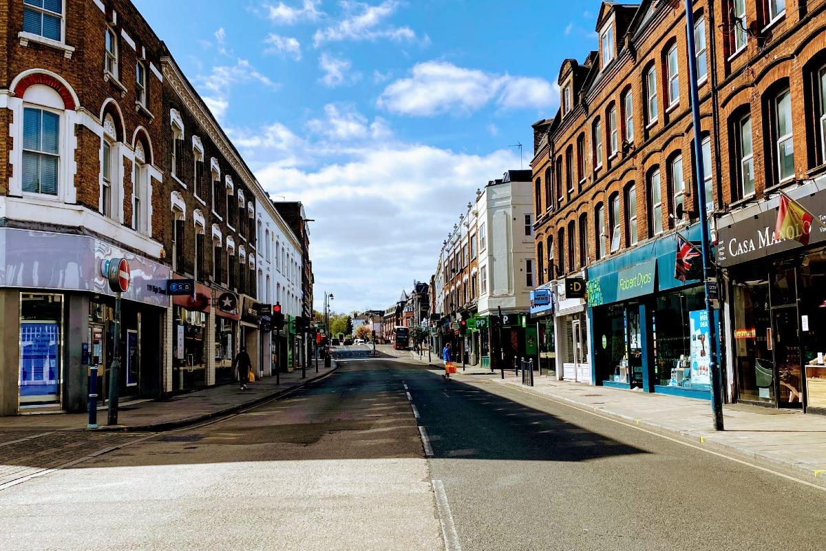 Putney SW15 high street, London. Photo by John Cameron on Unsplash