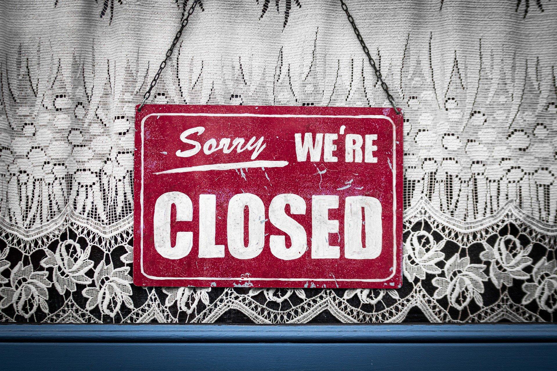 Closed sign. Photo by Tobias Heine on Pixabay