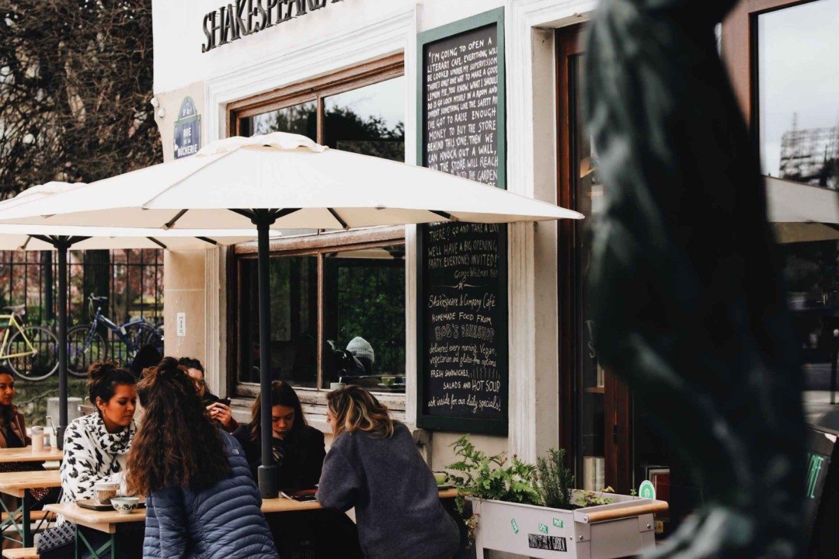 Pub diners. Photo by Tabitha Turner on Unsplash