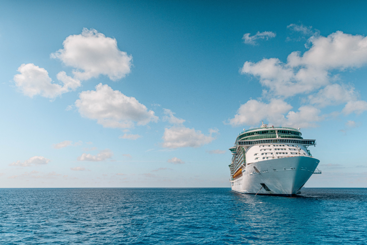 Cruise ship. Photo by Josiah Weiss on Unsplash (1)