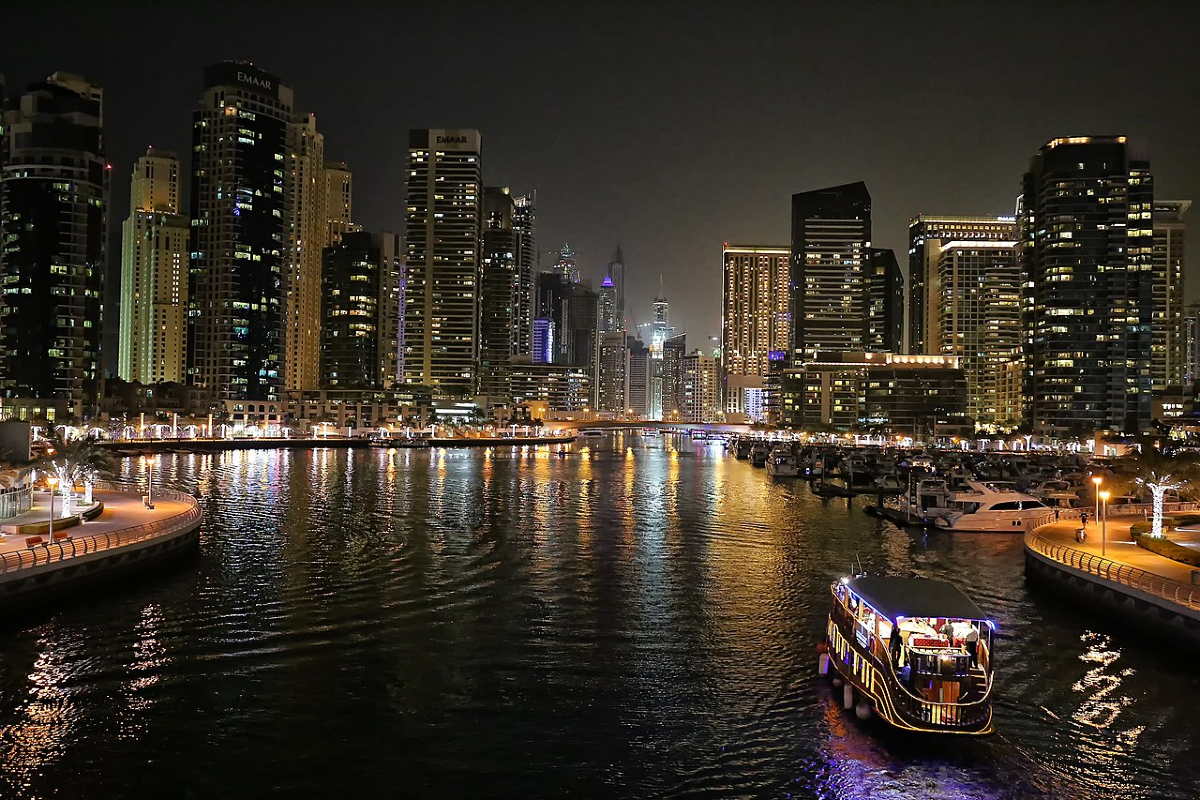 Dubai Marina night view. Photo Wikimedia Commons