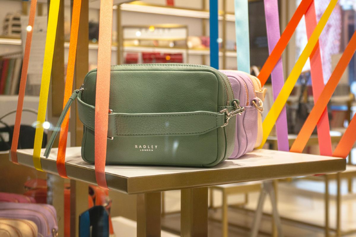 Green Radley bag - Krzysztof Hepner on Unsplash