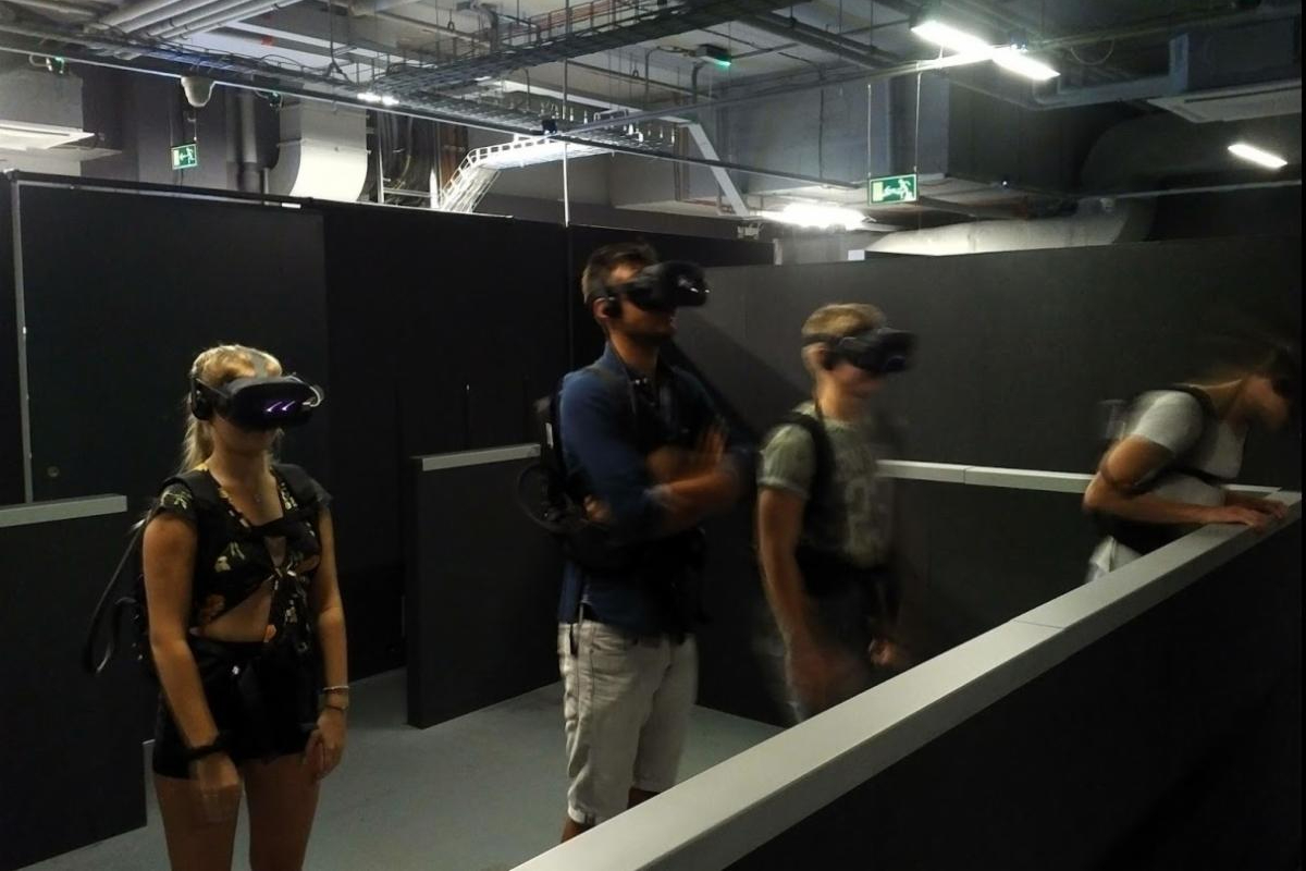 VR players indoors. Photo by KWP/The Stinger Report